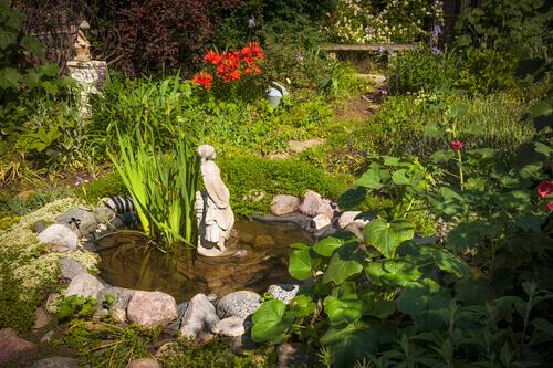Pond design myths about using gravel and rocks fitz 39 s for Garden pond gravel