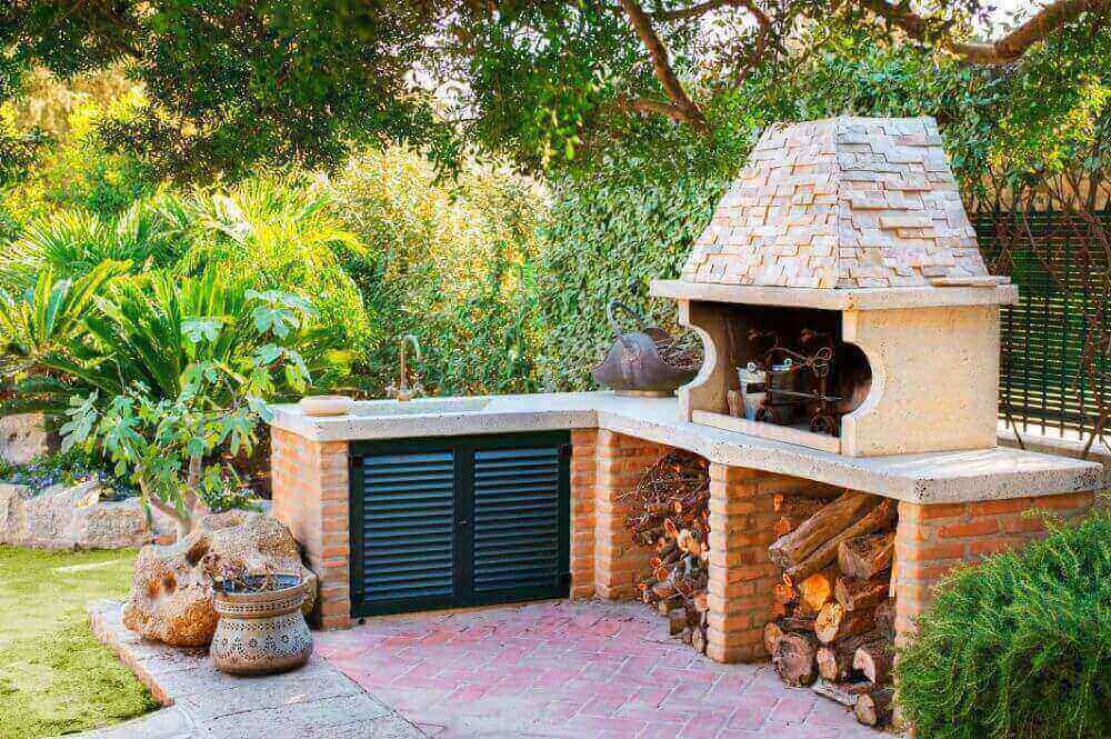 Why You Should Install an Outdoor Pizza Oven